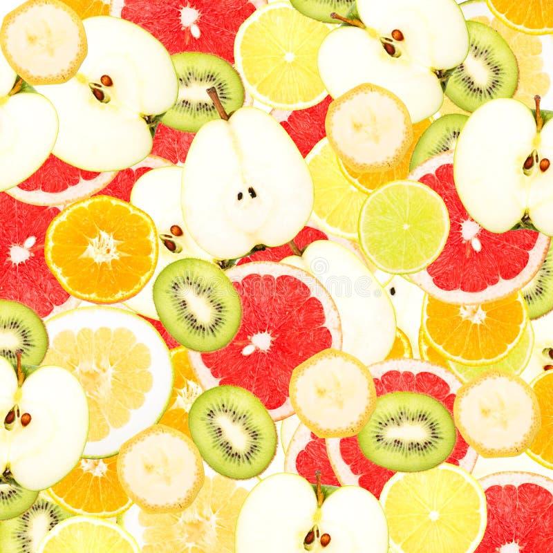 Abstrakter Hintergrund mit Scheiben von frischen Früchten Nahtloses Muster für ein Design Nahaufnahme lizenzfreie stockbilder