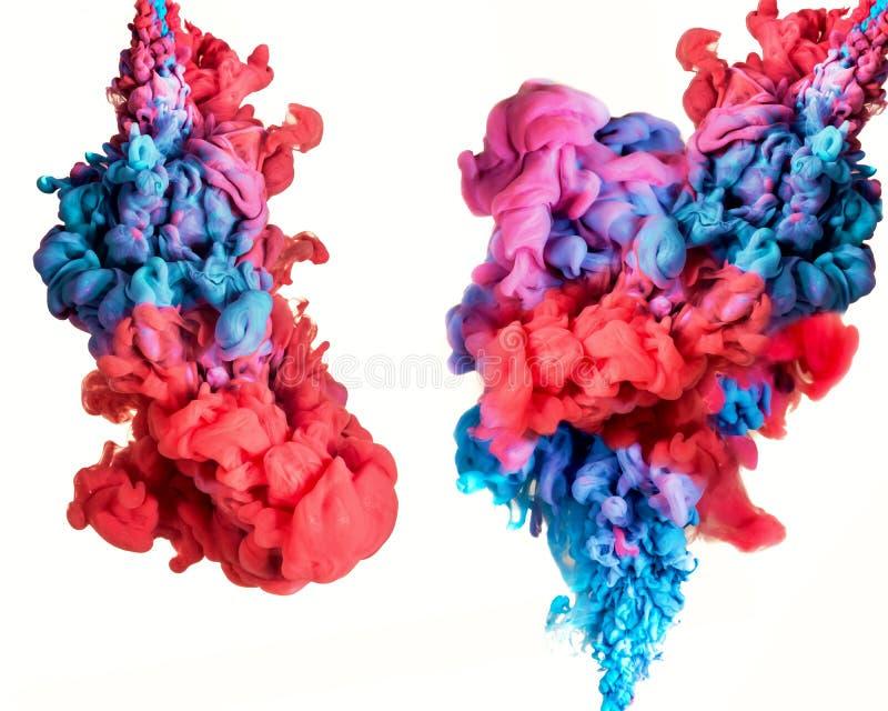 Abstrakter mehrfarbiger Fluss der Farbe unter Wasser lokalisiert auf Weiß lizenzfreie abbildung
