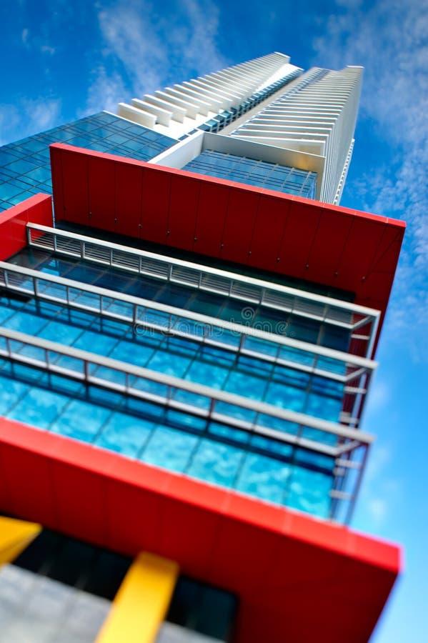 Abstrakter moderner Wohnwolkenkratzer stockfoto