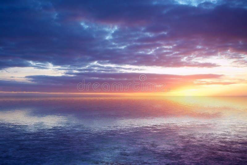 Abstrakter Ozean und Sonnenuntergang lizenzfreie stockfotos