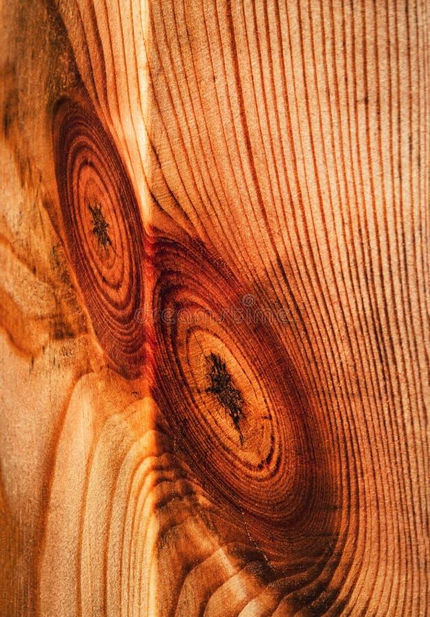 Abstrakter roter Stoß auf einem Holzklotz stockfoto