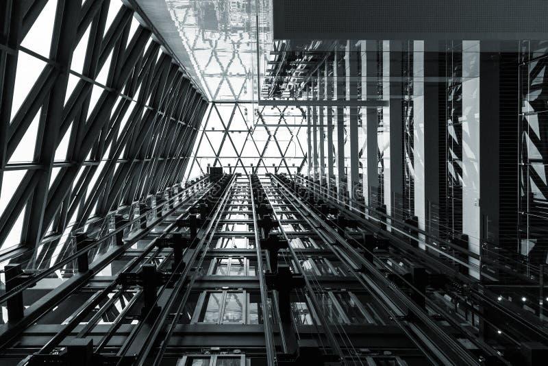 Abstrakter Stahlbauschwarzweiss-hintergrund lizenzfreies stockfoto