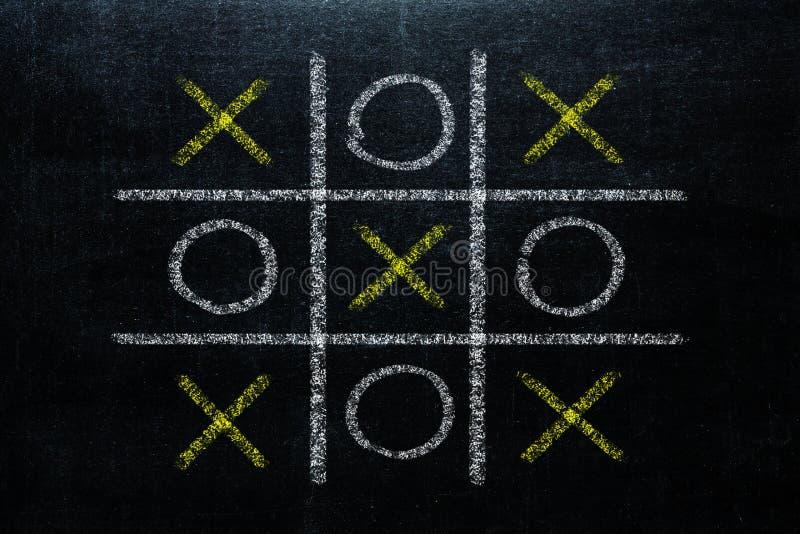 Abstrakter Tic Tac Toe Game Competition XO-Gewinn-Herausforderungs-Konzept stockfoto