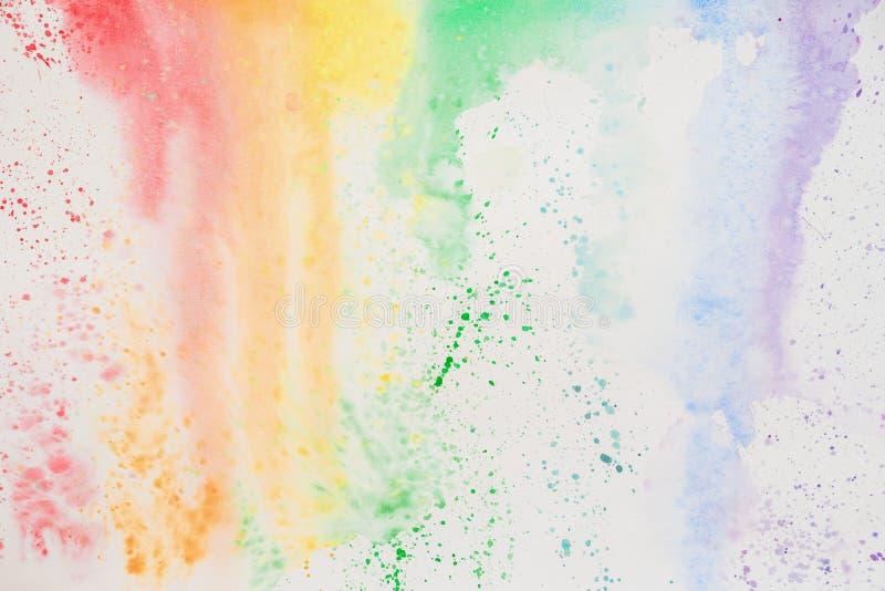 Abstraktes Aquarell befleckt, schillernde Beschaffenheit in den bunten Schatten von klaren hellen Farben auf Weißbuch, Regenbogen stockfoto