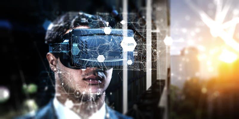Abstraktes Bild der Erfahrung der virtuellen Realit?t, ein Mann in VR-Gl?sern stockfoto