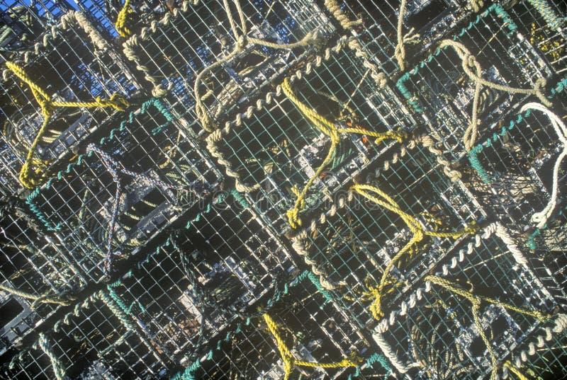 Abstraktes Bild von Stapeln Hummerfallen auf Berg-einsamer Insel, ICH stockbilder