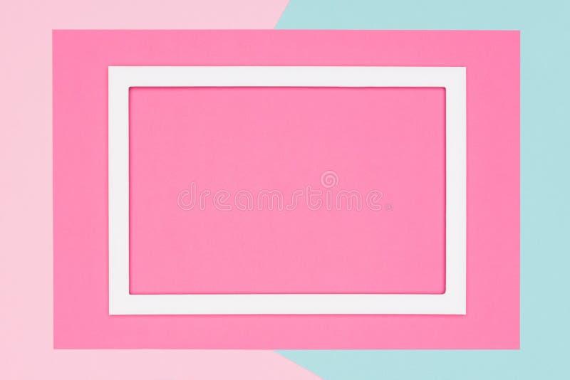 Abstraktes geometrisches Pastellblau, Knickente und rosa Papierebene legen Hintergrund Minimalismus, Geometrie und Symmetrieschab lizenzfreie abbildung