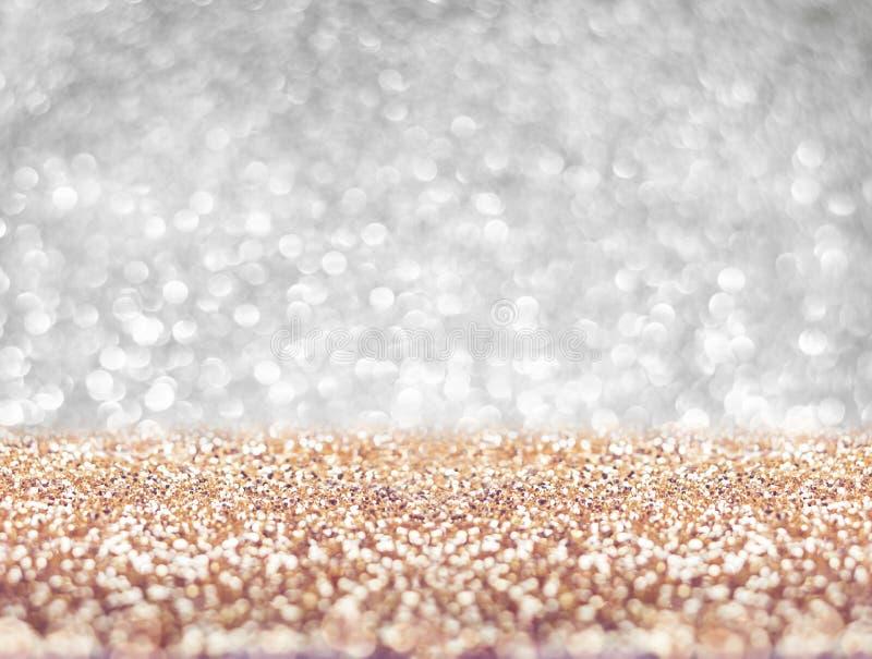 Abstraktes Goldboden- und Silberwandfunkeln verwischt Hintergrundbolzen stockfotografie