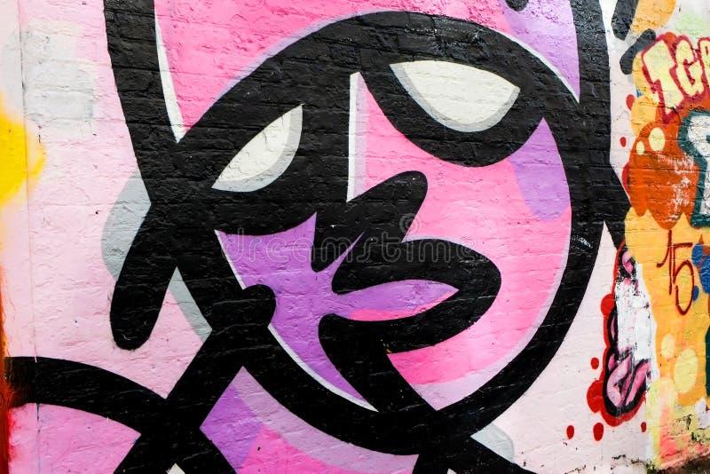 Abstraktes Graffitigesicht, London Großbritannien lizenzfreie abbildung