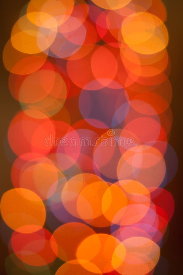 Abstraktes Hintergrundmuster der weißen Sterne auf dunkelroter Auslegung Festlicher abstrakter Hintergrund mit bokeh defocused Li stockfoto