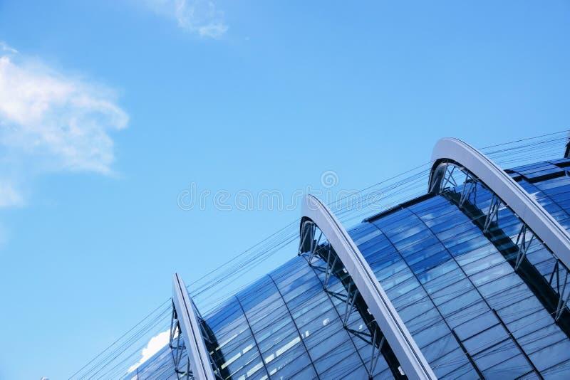Abstraktes modernes Gebäude an Singapur-Abschluss oben lizenzfreie stockfotos