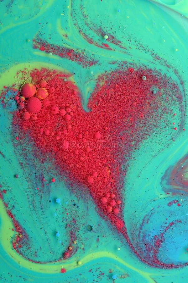Abstraktes rotes Herz von den Farben und vom Öl stockfotografie