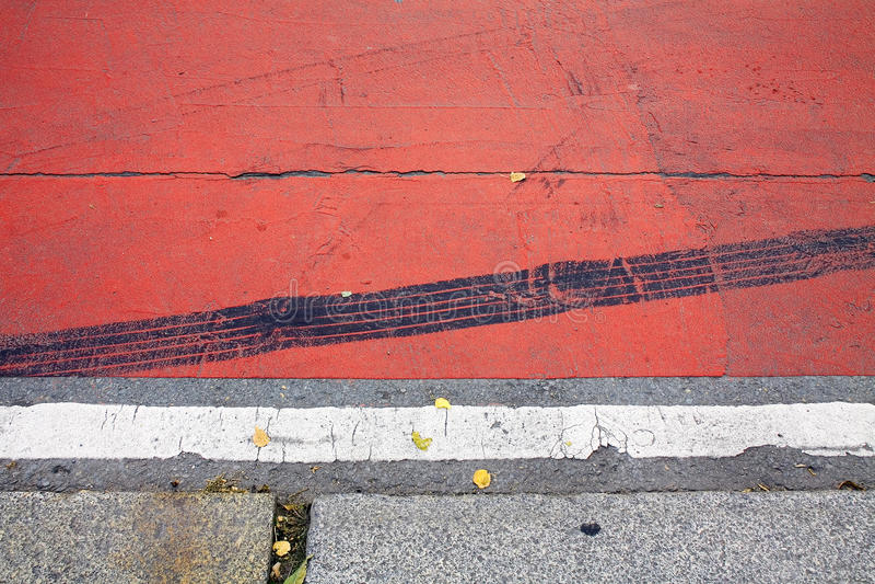 Abstraktes Stadtmotiv der Bänder auf dem Bürgersteig lizenzfreies stockfoto