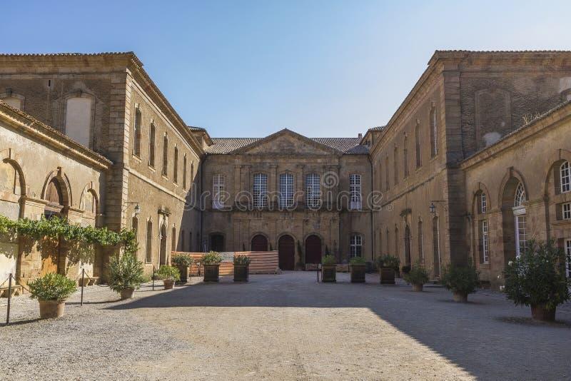Abtei von Lagrasse lizenzfreie stockbilder