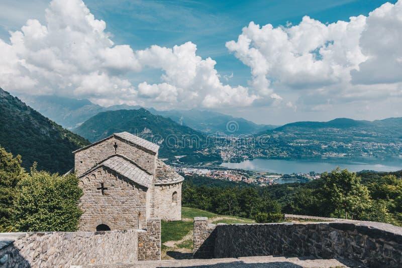 Abtei von San Pietro al Monte stockbilder