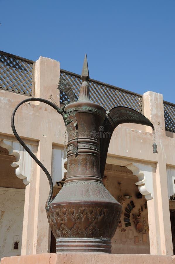 abu阿拉伯咖啡dhabi罐 免版税库存照片