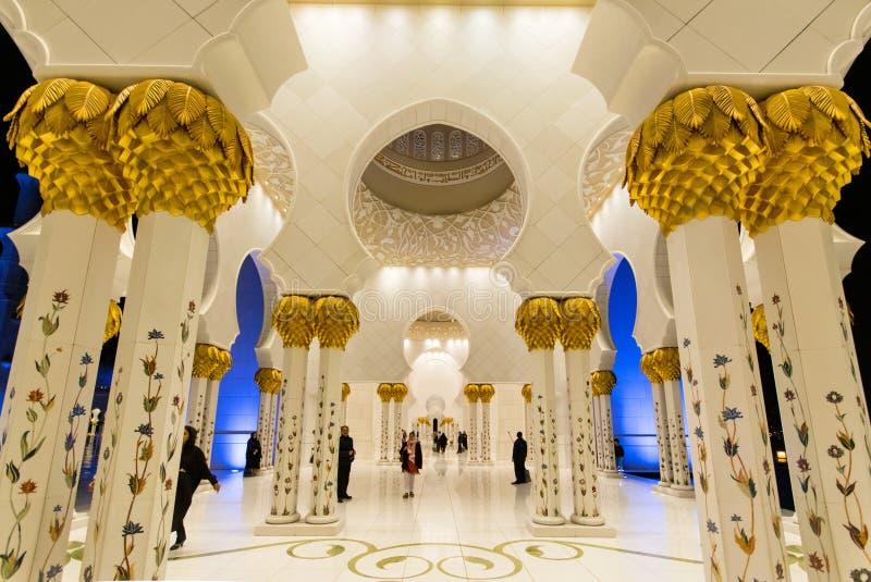 Download 2 Abu Al阿拉伯人象比团结的一千阿拉伯联合酋长国框能国家(地区) Dhabi Eid酋长管辖区四十会集全部hh被启动的关键最大延迟的星期五更多清真寺nahyan编号人位置祷告s总统回教族长苏丹是zayed的崇拜 编辑类库存图片 - 图片 包括有 艺术, 文化: 72355774