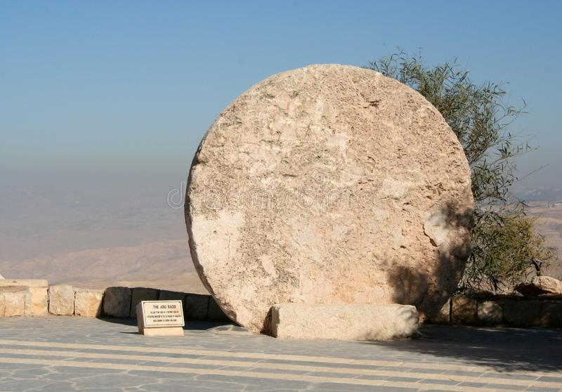 Abu Bado, kurenda kamień na górze Nebo w Jordania obrazy royalty free