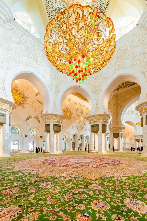 Download Abu Dabi - 9 Ιανουαρίου 2015: Sheikh μουσουλμανικό τέμενος Zayed επάνω Στοκ Εικόνα - εικόνα από μέσα, πόλη: 62703805