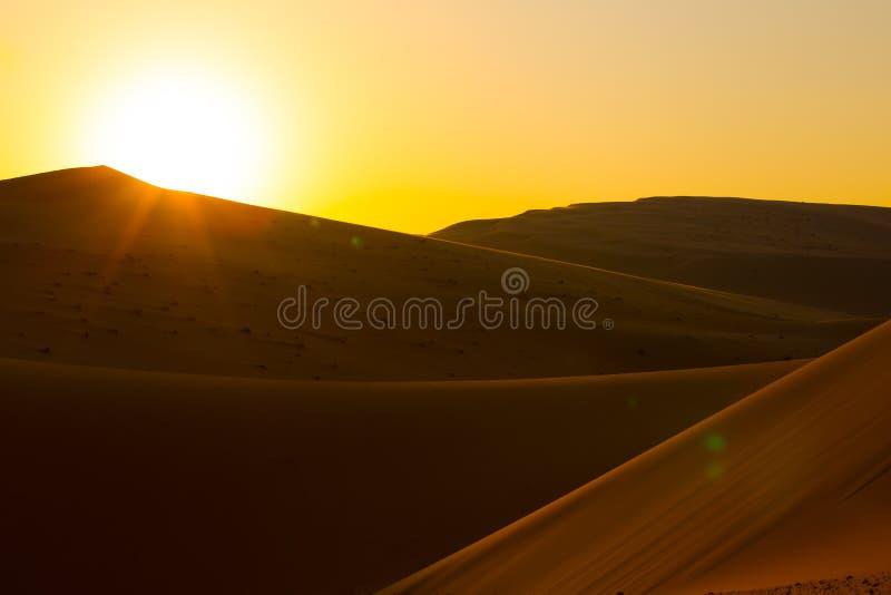 Abu Dhabi - coucher du soleil dans le désert photographie stock libre de droits
