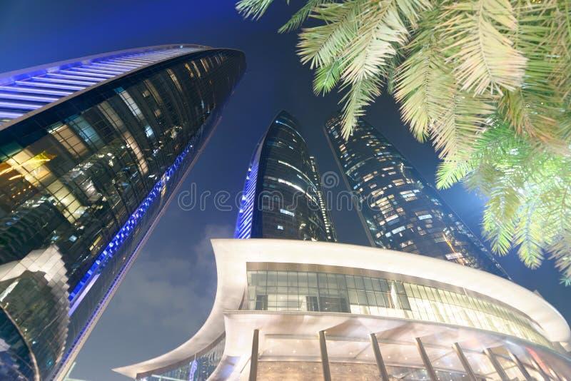 ABU DHABI - DECEMBER 7, 2016: Gatasikt av i stadens centrum Abu Dhabi arkivbild