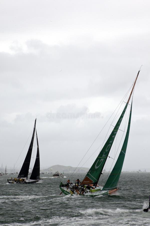 Abu Dhabi e competência de barcos de Groupama foto de stock royalty free