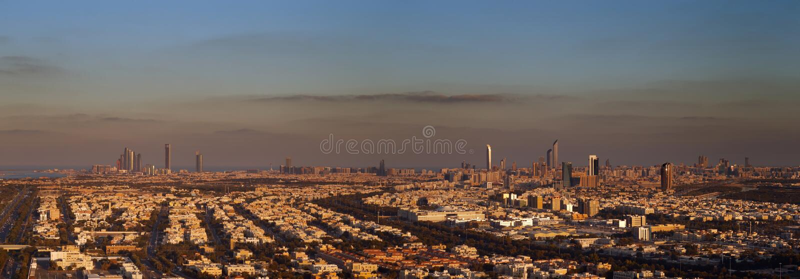 Abu Dhabi, EAU à l'aube, montrant les tours de Corniche et d'Etihad photo libre de droits