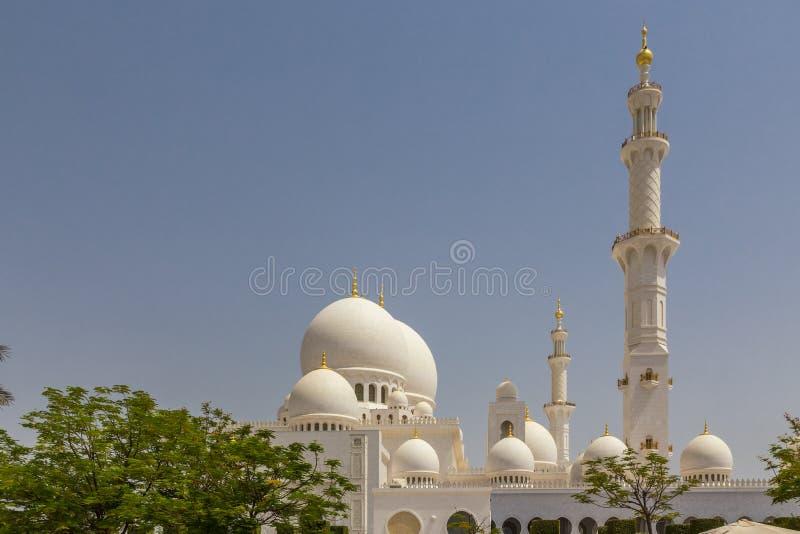 Abu Dhabi Förenade Arabemiraten, Juli 7, 2015: Schejk Zayed, storslagen moské royaltyfri fotografi
