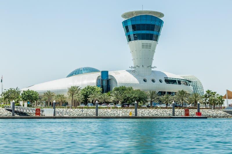 Abu Dhabi Förenade Arabemiraten, Maj 20, 2017: Cipriani restaurang, på kanten av den Yas marina royaltyfri fotografi