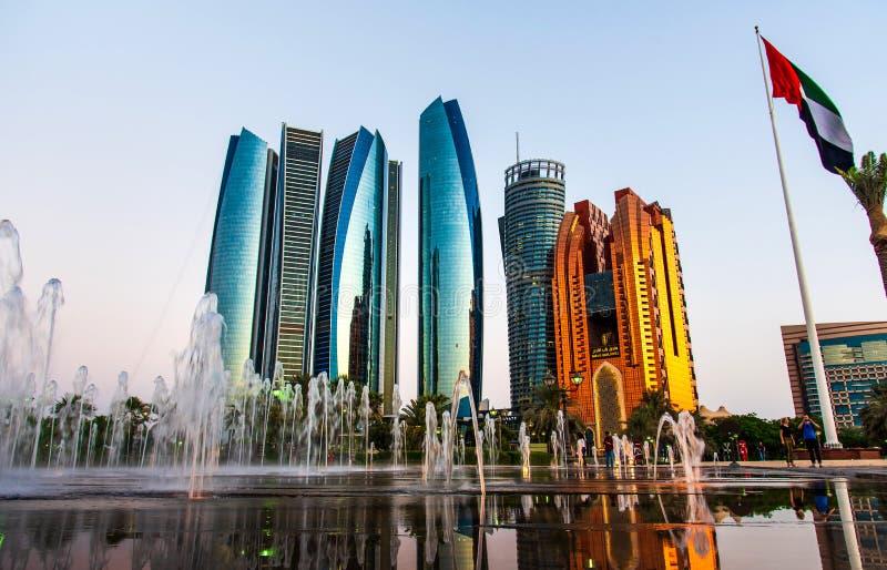 Abu Dhabi, Förenade Arabemiraten - 1 november 2019: Etihad-tornen skyskrapar i centrala Abu Dhabi royaltyfri bild