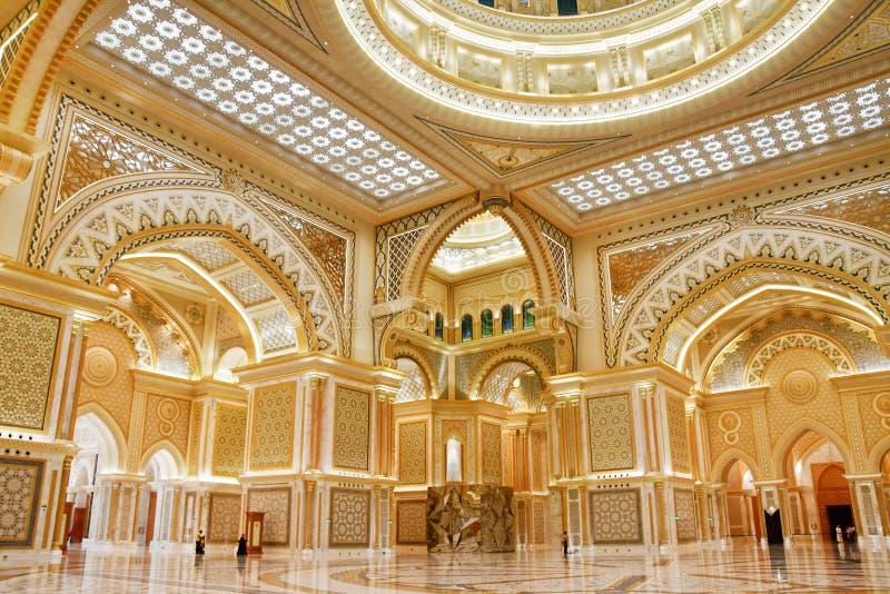 Abu Dhabi F?renade Arabemiraten, mars, 19, 2019 Presidentpalats slott av Qasr al-Watan slotten av nationen inom mig royaltyfri foto