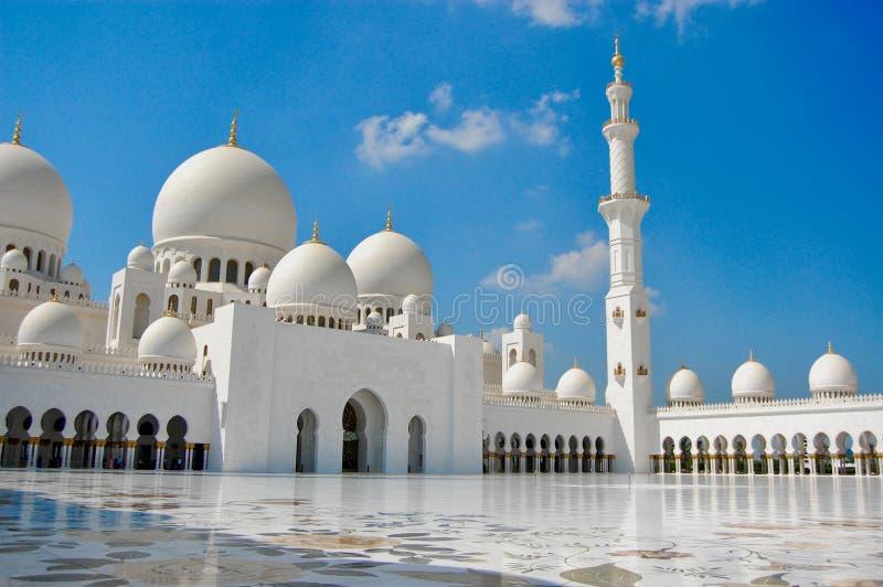 Abu Dhabi Grand Mosque famoso durante o dia fotos de stock royalty free