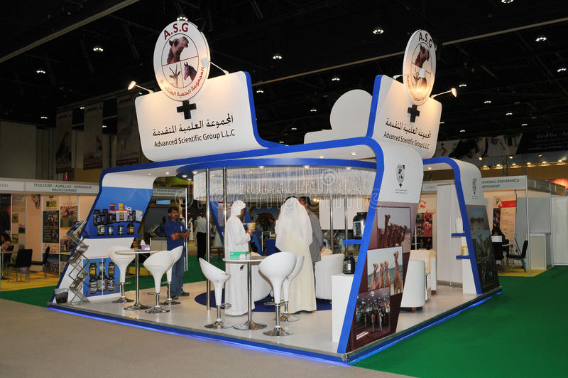 Abu Dhabi International Hunting en Ruitertentoonstelling (ADIHEX) - Geavanceerd Wetenschappelijk Groepspaviljoen royalty-vrije stock afbeeldingen