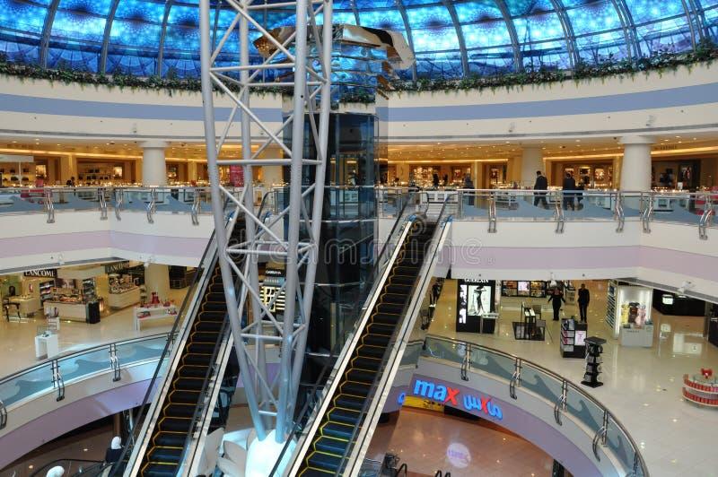 Abu Dhabi Marina Mall en los UAE foto de archivo