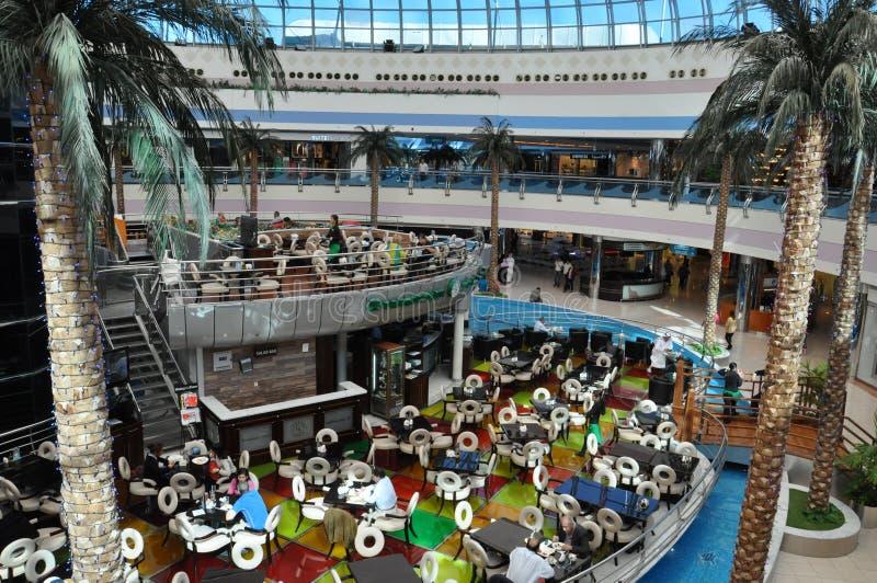Abu Dhabi Marina Mall en los UAE imágenes de archivo libres de regalías
