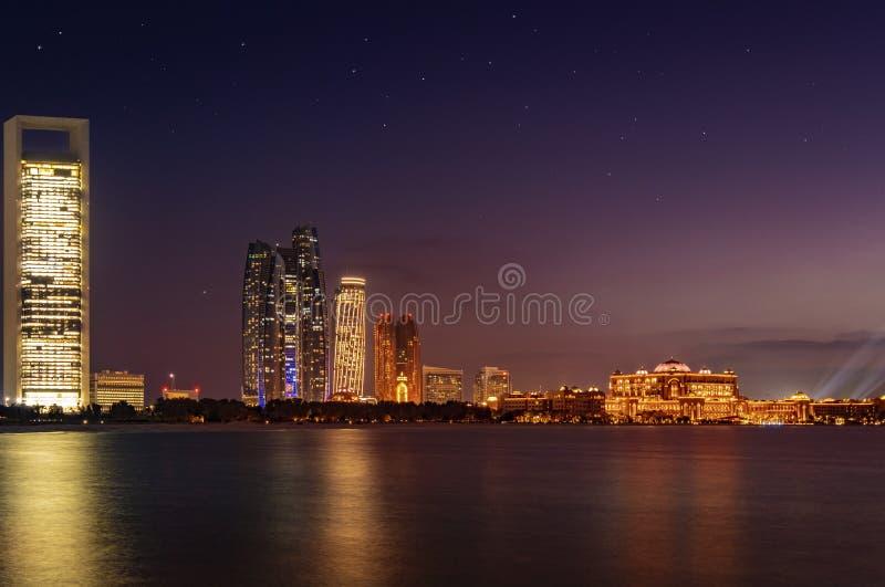 Abu Dhabi Night imagens de stock royalty free