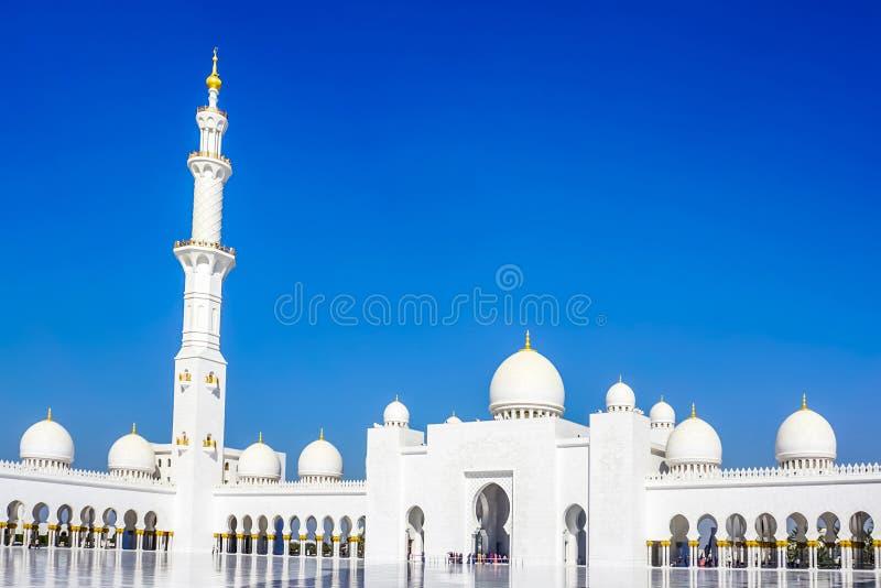 Abu Dhabi Sheikh Zayed meczetu kwadrata wschodu Uroczysty widok obrazy stock