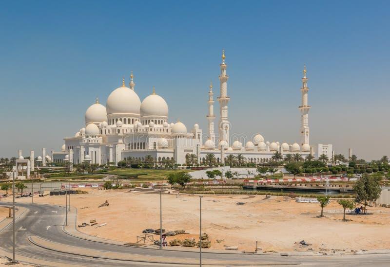 Abu Dhabi: Sheikh Zayed Mosque asombroso imagen de archivo