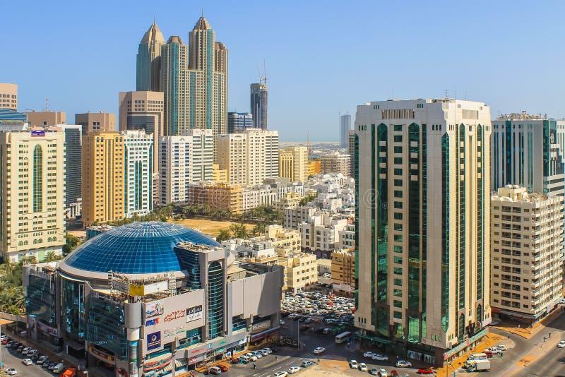 Abu Dhabi stadsscape från över fotografering för bildbyråer