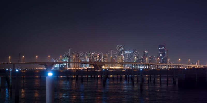 Stadt Von Abu Dhabi Nachts Stockfoto Bild Von Stadt 40246020