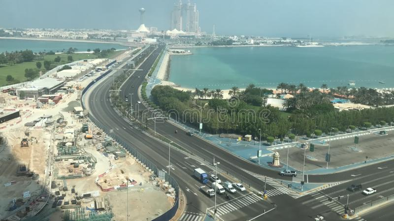 Abu Dhabi - Strada per Marina Mall fotografia stock libera da diritti
