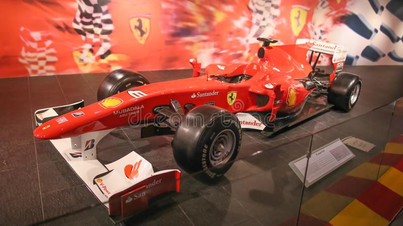 ABU DHABI UAE - AUGUSTI 20, 2014: Ferrari värld på den Yas ön i Abu Dhabi Legendariska retro bilar Ferrari arkivfoto