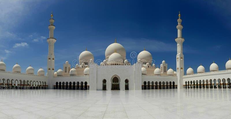ABU DHABI, UAE - 26 DE MARÇO DE 2016: Sheikh Zayed Mosque imagens de stock