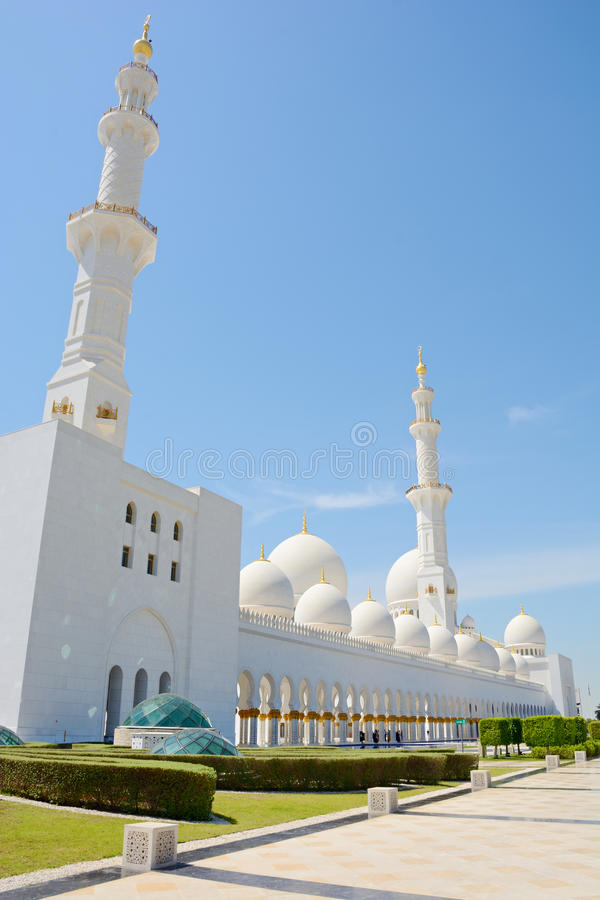 ABU DHABI, UAE - 26 DE MARÇO DE 2016: Sheikh Zayed Mosque fotos de stock