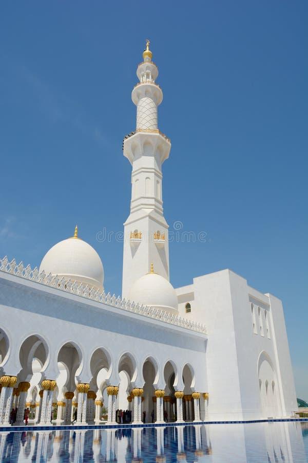 ABU DHABI, UAE - 26 DE MARÇO DE 2016: Sheikh Zayed Mosque foto de stock