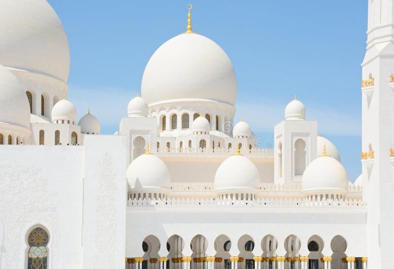 ABU DHABI, UAE - 26 DE MARÇO DE 2016: Sheikh Zayed Mosque imagens de stock royalty free