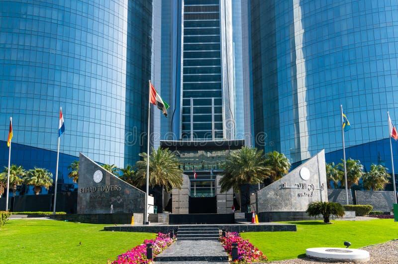 Abu Dhabi, UAE - 30 de marzo 2019 entrada a las torres de Etihad - complejo de rascacielos con los apartamentos, las oficinas y e fotos de archivo libres de regalías