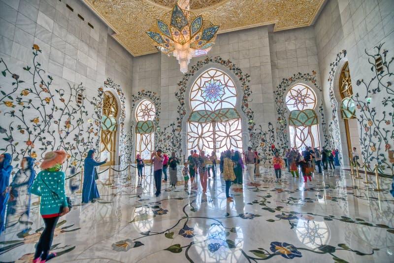 ABU DHABI UAE - DECEMBER 7, 2016: Storartad inre av schejken arkivbild