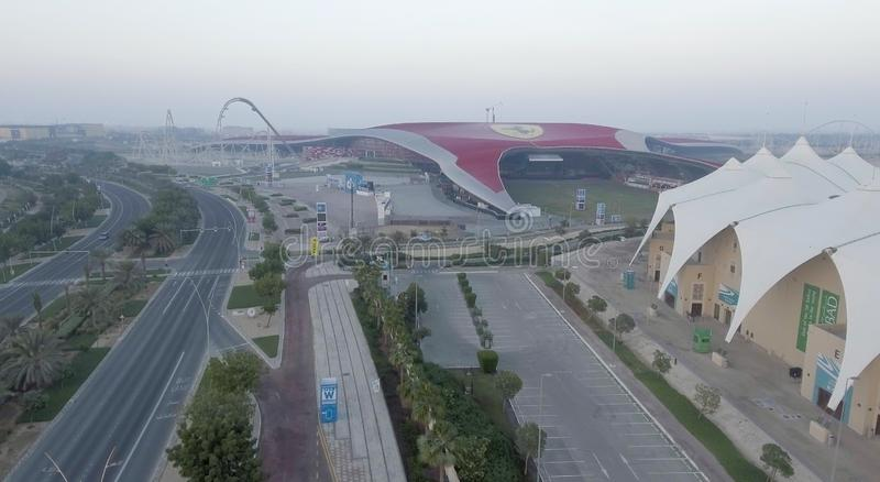 ABU DHABI, UAE - DICIEMBRE DE 2016: Opinión aérea del mundo de Ferrari Abu D fotografía de archivo libre de regalías