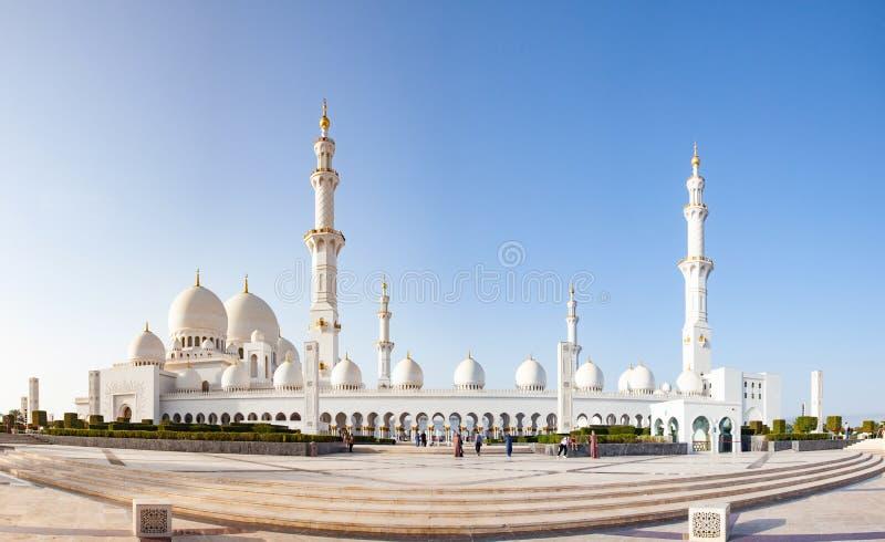 ABU DHABI, UAE - FEBRUAR 2018: Scheich zayed großartige Moschee, Abu Dhabi, UAE stockfotografie